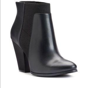 Gorgeous pair of black Apt 9 boots.